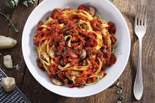 Tagliatelle with bolognese sauce and mushrooms