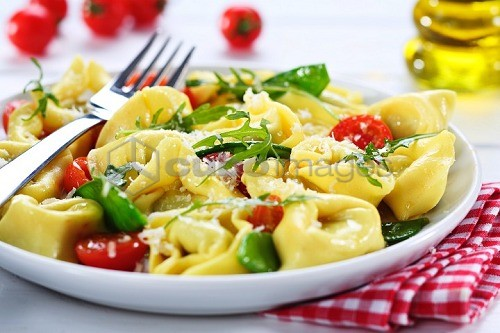 Tortelloni with cherry tomatoes and rocket