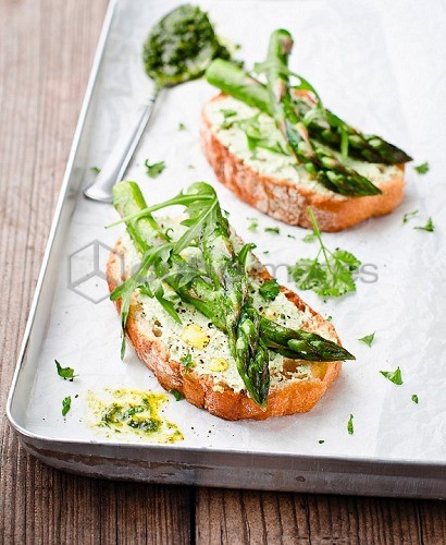Bruschetta topped with asparagus and rocket