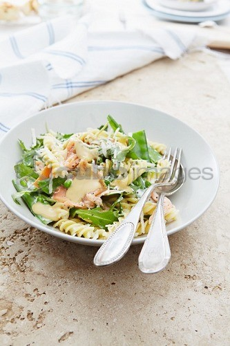 Pasta salad with salmon, mange tout and rocket