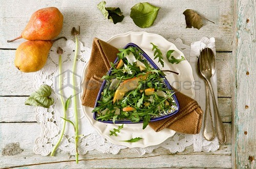A green salad with pear