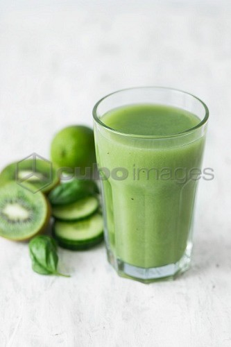 A green smoothie with kiwi, cucumber and limes