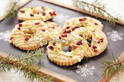 White chocolate biscuits with pistachios and cranberries (Christmas)